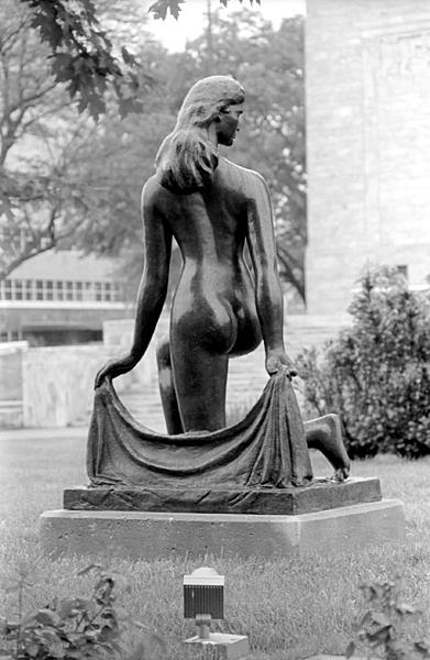 Post your statue-bw_2015_12_16.jpg