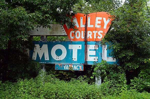 Old and Abandoned-2019-08-14-valley-courts-motel-sign-tryon-nc-upload.jpg