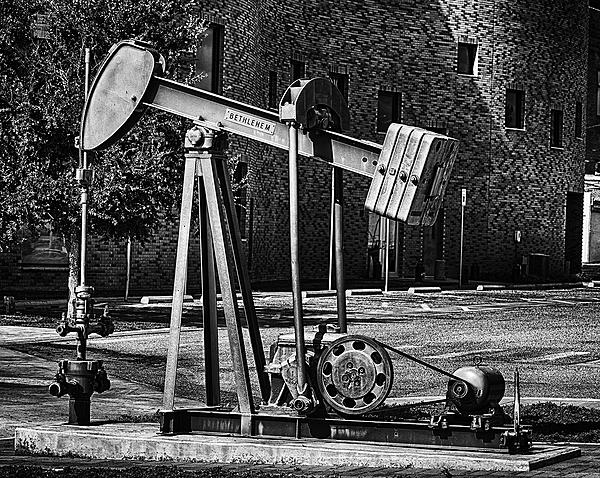 Post Your Black and Whites Photos!!-pumpjack3a.jpg