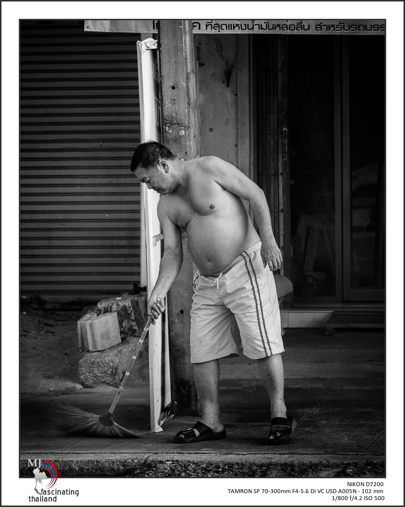 Post Your Black and Whites Photos!!-morning-cleaning.jpg