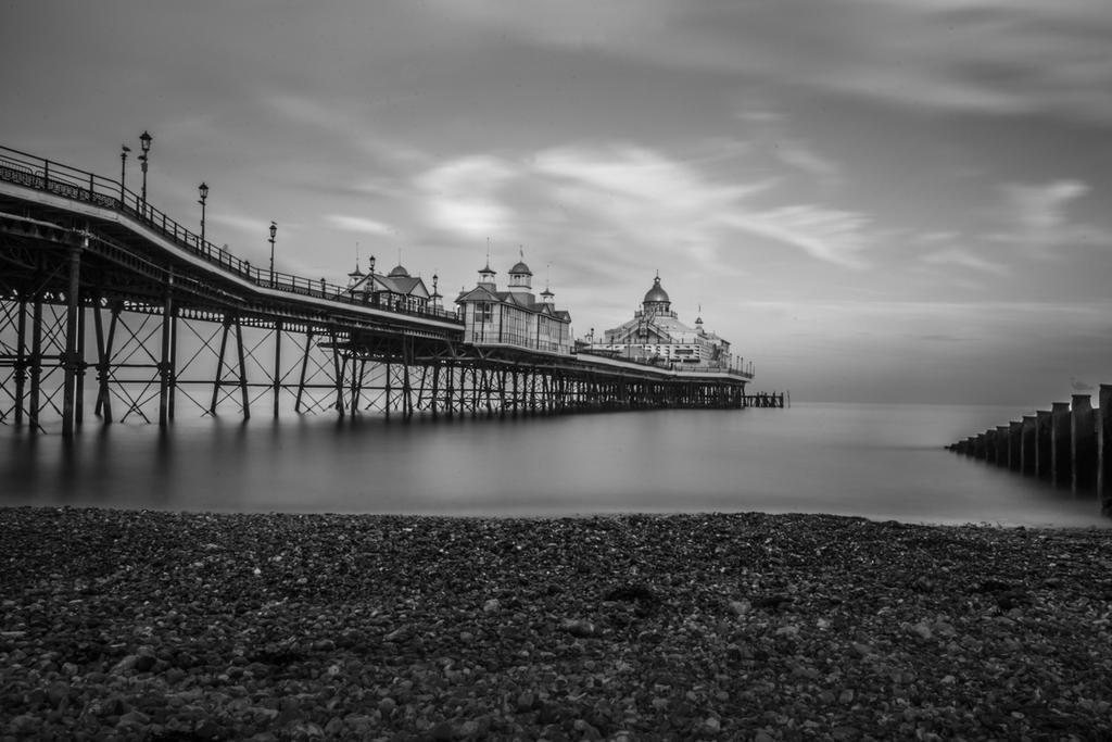 Post Your Black and Whites Photos!!-b-w-eastbourne-pier_.jpg