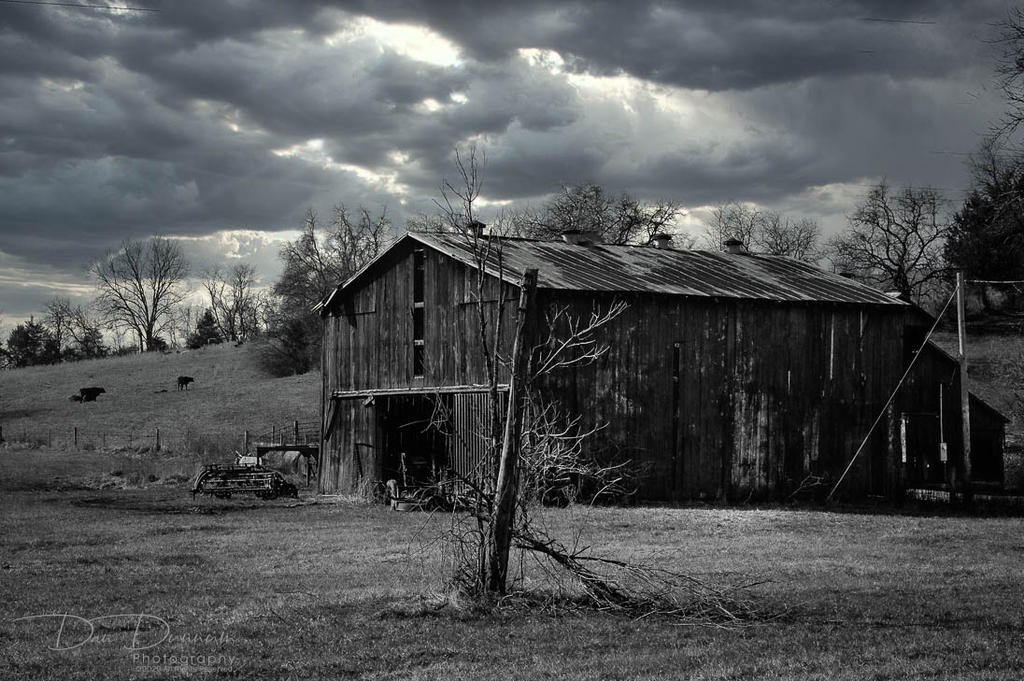 Post Your Black and Whites Photos!!-clouds-barn-b-w-3.jpg