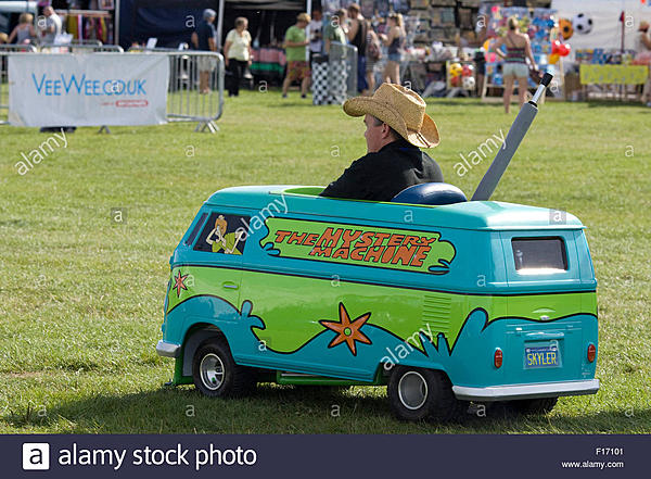 D500 Low-Battery Autofocus Issue-man-scooby-doo-childrens-peddle-mystery-machine-miniature-van-f17101.jpg