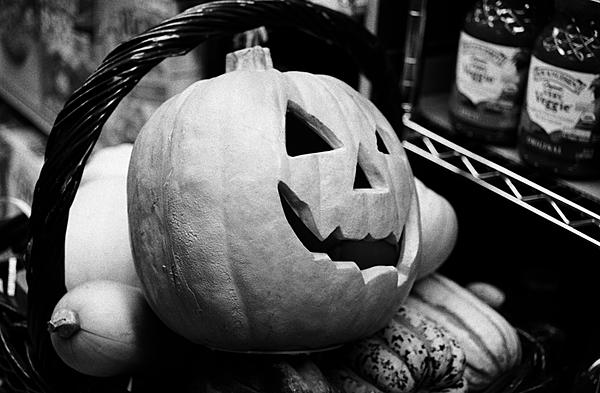 Post your recent 35mm film pictures here!-pumpkin-still-life-taylor-ct.-grocery.jpg