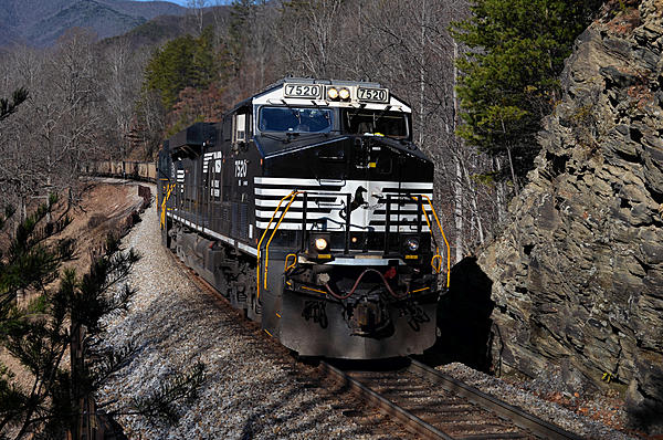 Post your Train shots!-2014-12-26-old-fort-nc-loops-westbound-empty-coal-train-2-upload.jpg