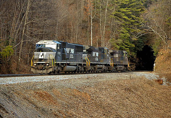 Post your Train shots!-2014-12-26-old-fort-nc-loops-helpers-jarrets-tunnel-2-upload.jpg