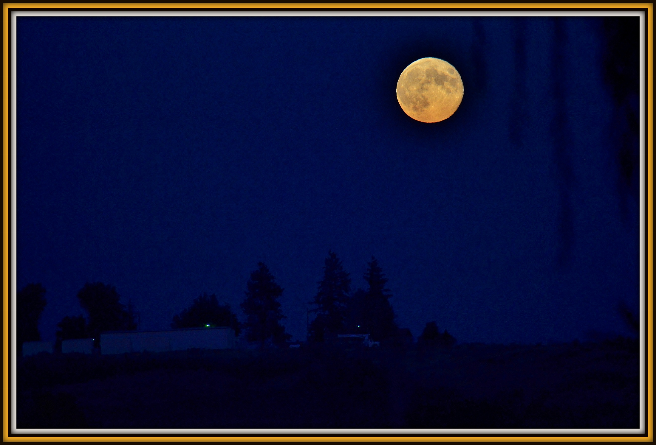 Post your Moon and Star shots-harvest-moon-2nd-nite.jpg