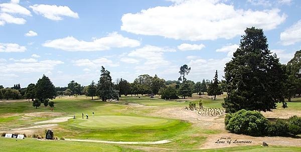 It's time for golf - Post your golf shots here.-17th-green-lol.jpg