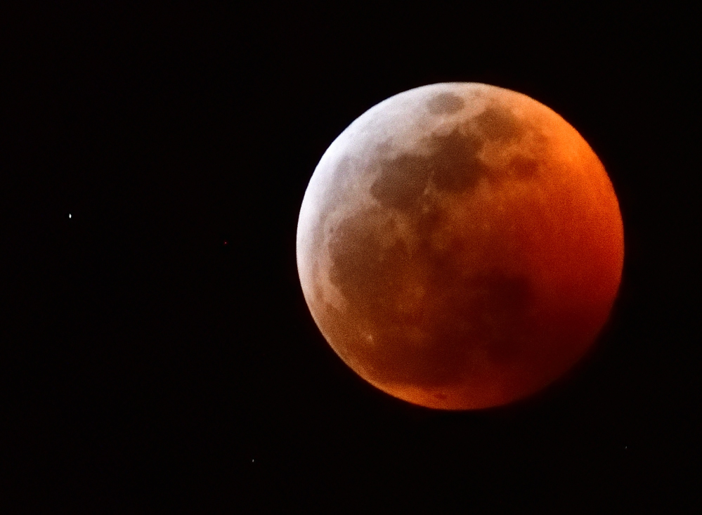 Super Moon - Total Lunar Eclipse - Jan 20 - Tips from Nikon-_roy1851_00001.jpg