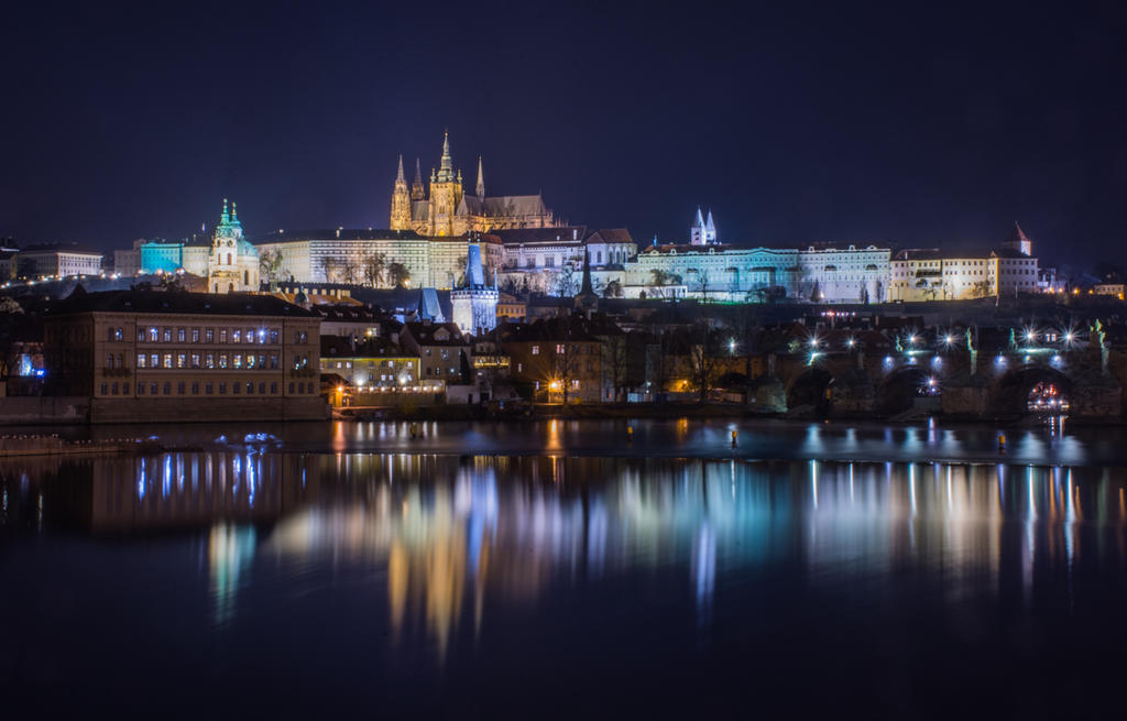 Post your low light long exposures-prague-castle.jpg