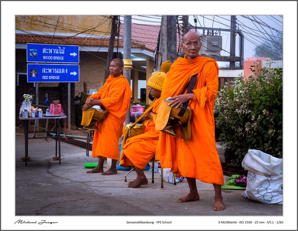 Michael's New Thailand Thread-monks-collect-their-alms2-3.jpg