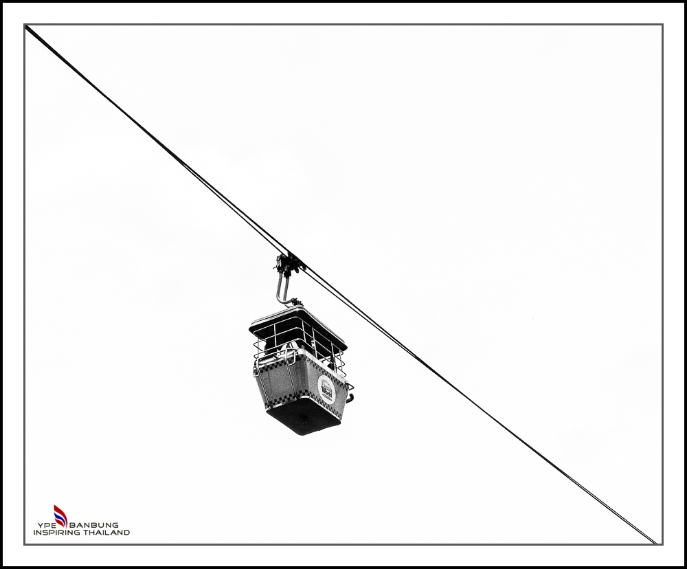 Non Nikon Black/White-cable-car.jpg