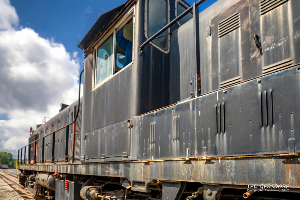 These are for my train-loving friends............-8-12-17-bo-roundhouse-1-1-26_01.jpg