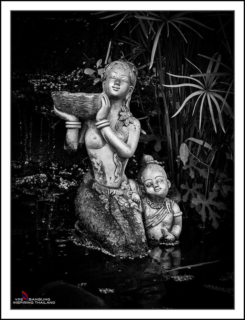 Non Nikon Black/White-mother-son-bw-1.jpg
