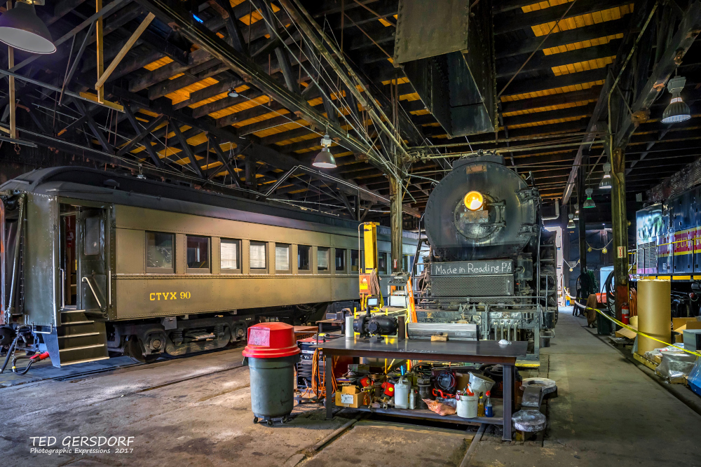 These are for my train-loving friends............-8-12-17-bo-roundhouse-1-1-22_01.jpg