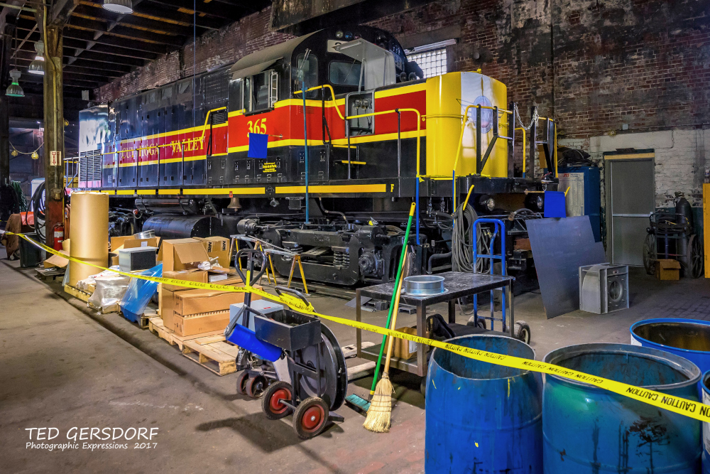 These are for my train-loving friends............-8-12-17-bo-roundhouse-1-1-23_01.jpg