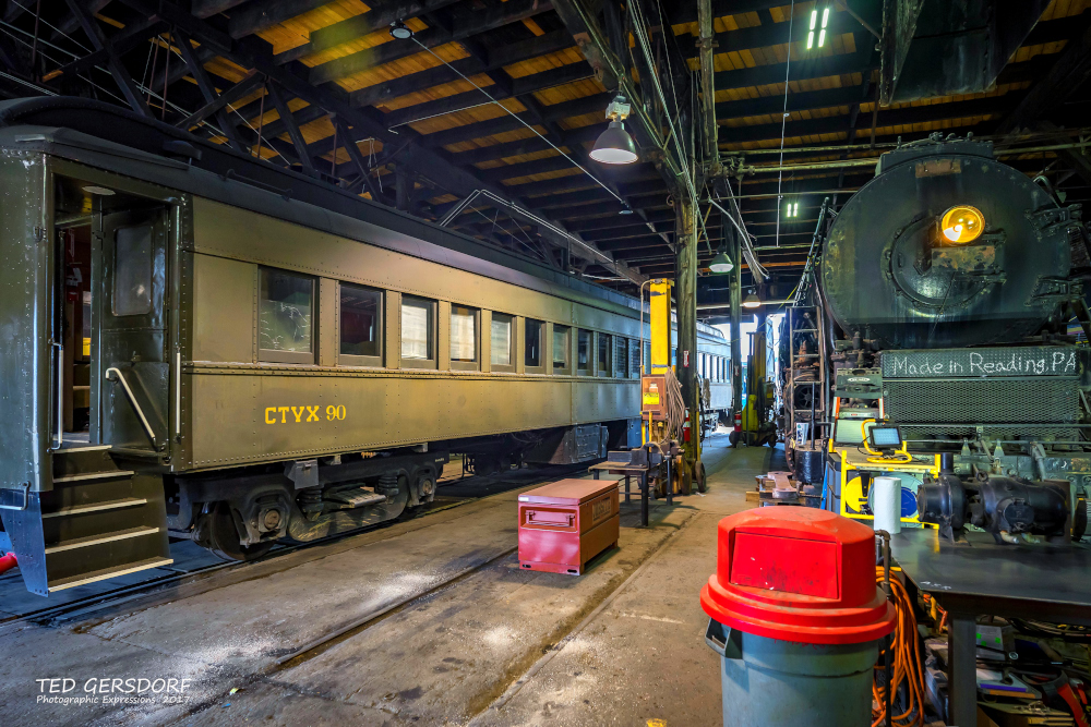 These are for my train-loving friends............-8-12-17-bo-roundhouse-1-1-33_01.jpg