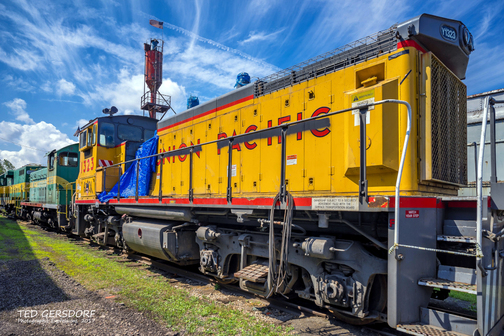 These are for my train-loving friends............-8-12-17-bo-roundhouse-35-1-6_01.jpg
