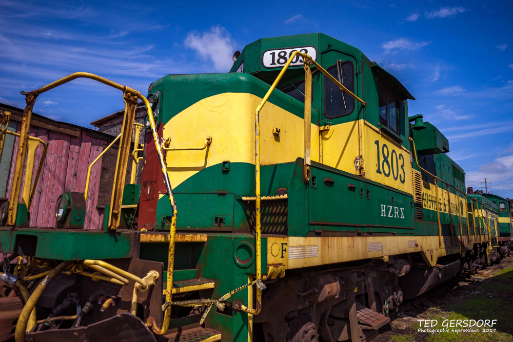 These are for my train-loving friends............-8-12-17-bo-roundhouse-35-1-9_01.jpg