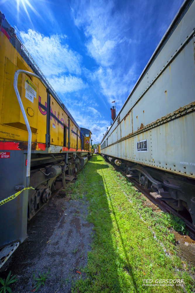 These are for my train-loving friends............-8-12-17-bo-roundhouse-35-1-13_01.jpg