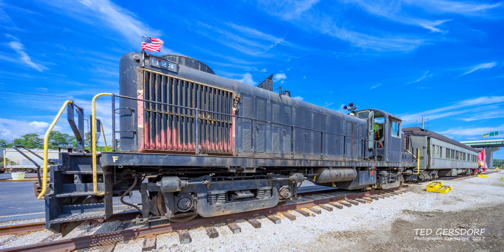 These are for my train-loving friends............-8-12-17-bo-roundhouse-35-1-14_01.jpg