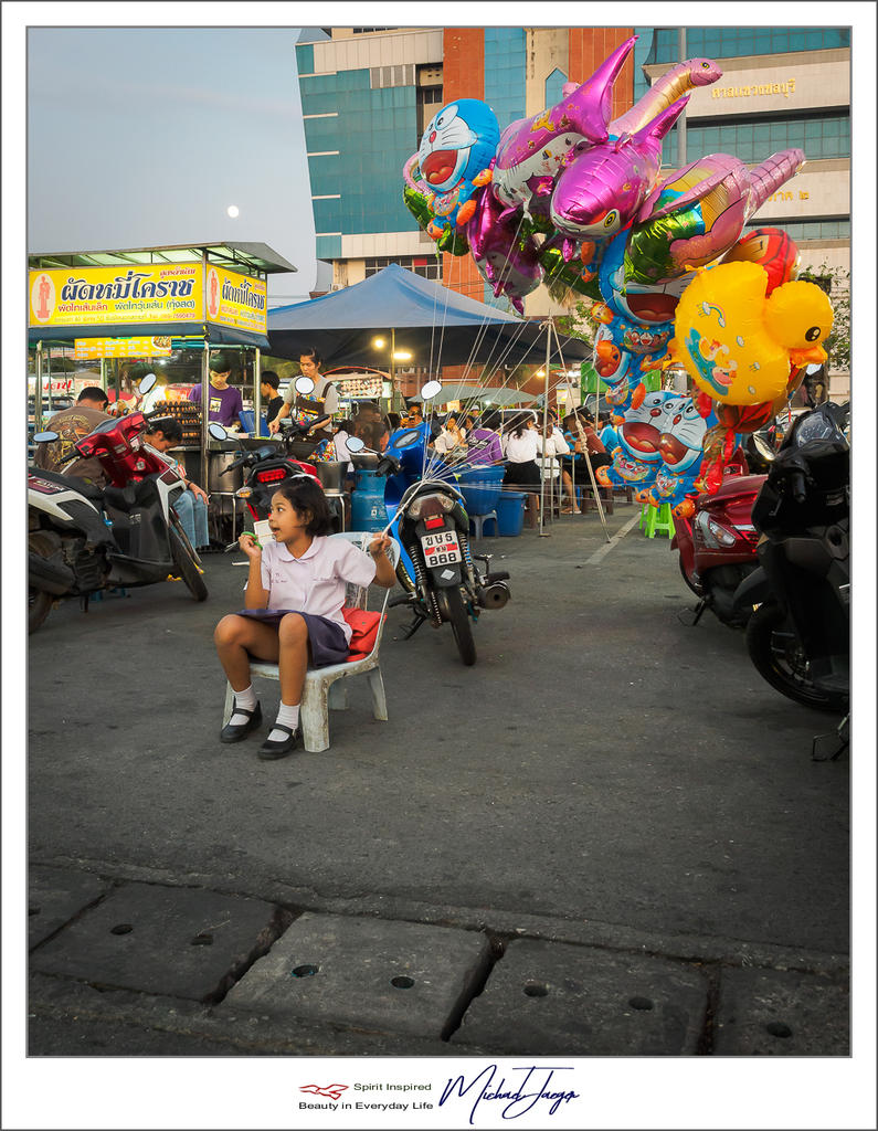 Non Nikon - Street Photography-ballon-selling-1.jpg