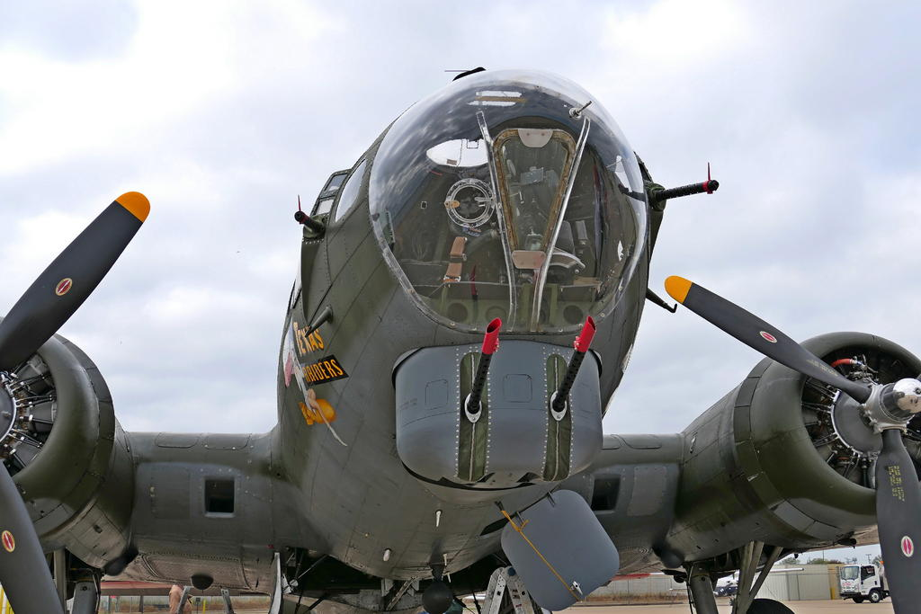 Commemorative Air Force Boeing B-17G Superfortress-05_p1000070_ls_sm.jpg