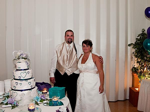 My crappy wedding photos.-cakecutting.jpg