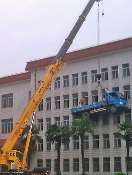 Dumb Jokes Posted Here.... if you dare.-workplace-safety-fails-men-accident-waiting-happen-46-58d24faa28e9b__605.jpg