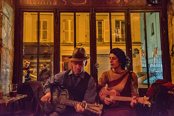 Tips need for Nikon D750 shoot in a low light condition with backlit-frenchbar.jpg