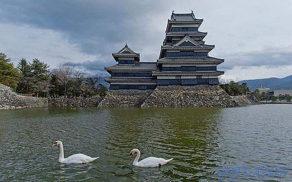 Weekly Challenge Dec 27 - Jan 3: Liquid-matsumoto-castle.jpg