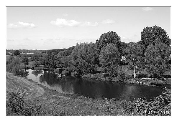 Weekly Challenge MAY 16 - 23: Landscape in Black and White-19.05.18-river-medway.jpg