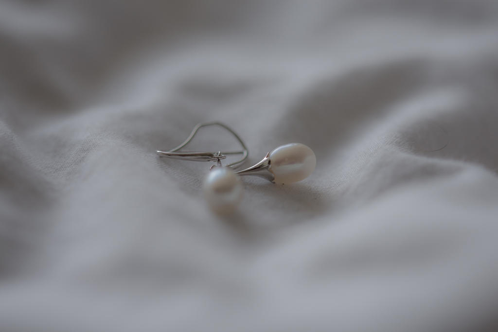 Weekly Challenge Sep. 4 - 10: Jewels/Jewelry-pearl-earrings.jpg