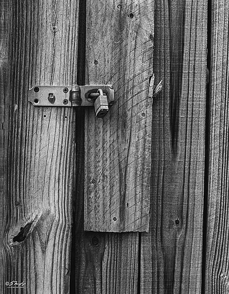 Weekly Challenge May 27 - June 2: Locks/Latches-old-barn.jpg