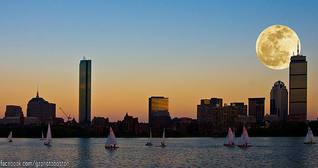 Supermoon over Boston by glebulon in Member Albums