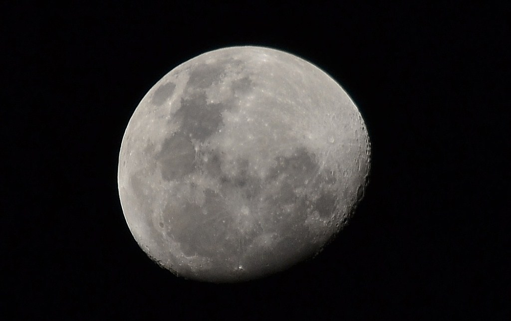 Moon closeup1 by eummagic in Just started shooting...